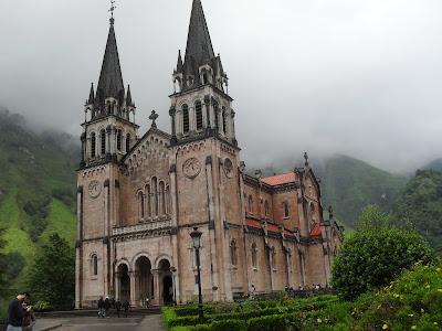Santuario de la Virgen de Covadonga en Asturias