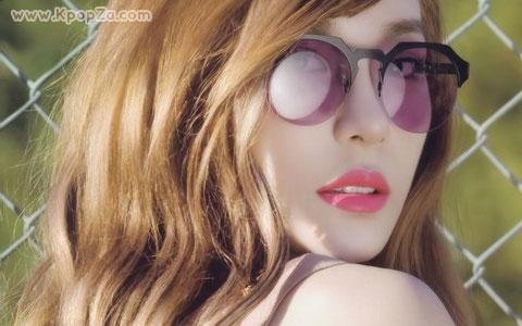 "Tiffany โปรยเสนห์ในนิตยสาร ""VOGUE Girl"""