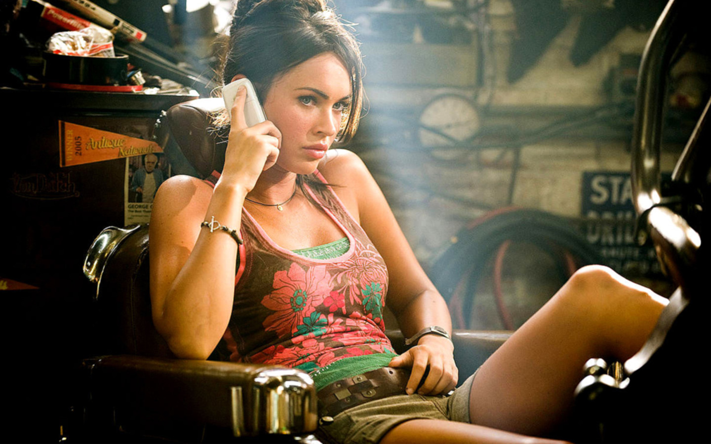 http://2.bp.blogspot.com/-Dsriool98DI/T-G5B18gPlI/AAAAAAAABuc/jfS5P5zvD8Q/s1600/Megan+Fox+HD+Wallpapers+1.jpg