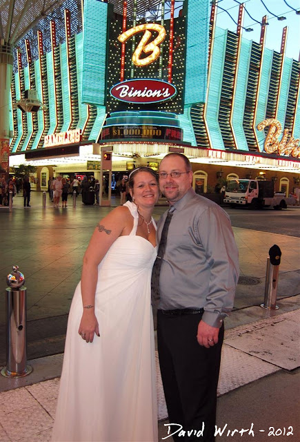 wedding in vegas, binions, freemont street, white dress