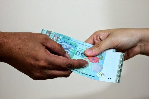 Penjawat awam kantoi rasuah