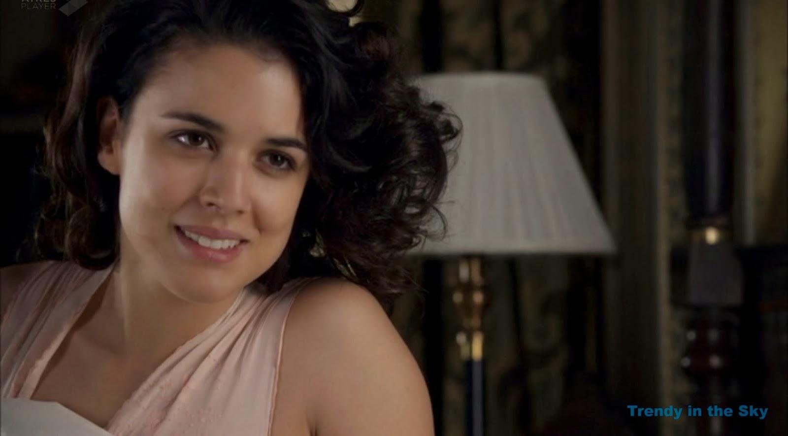 Sira Quiroga camisón rosa. El tiempo entre costuras capítulo final