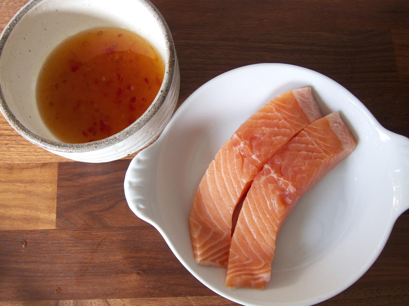 2x Salmon Fillets 3 Tsp Sweet Chilli Sauce 4 Tsp Fish Sauce 2 Tsp Rice  Vinegar 1 Tsp Oil 2 Tbsp Water