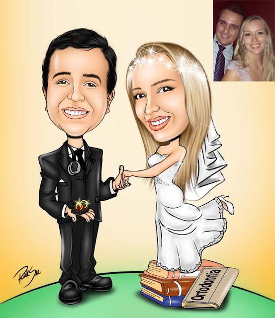 noivo com aliança na mão segurando a  mão da noiva em cima de livros