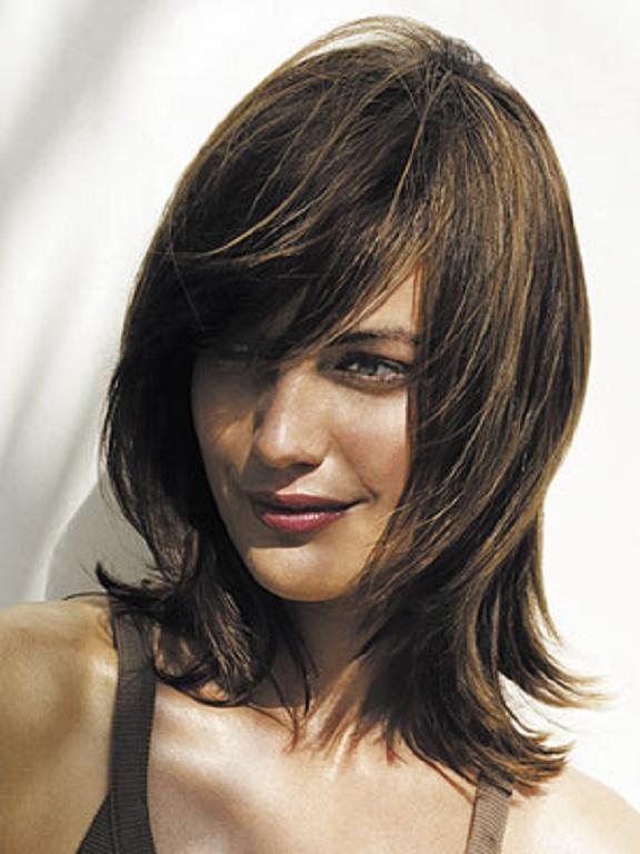 Medio en capas cortes de cabello para adolescentes