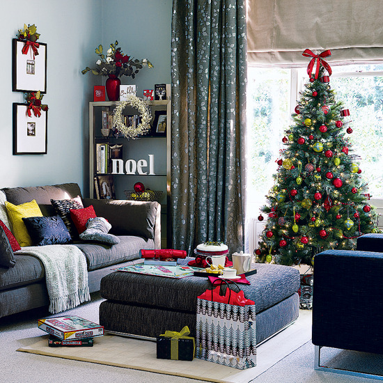 New home interior design traditional living room for Modern christmas home decorations
