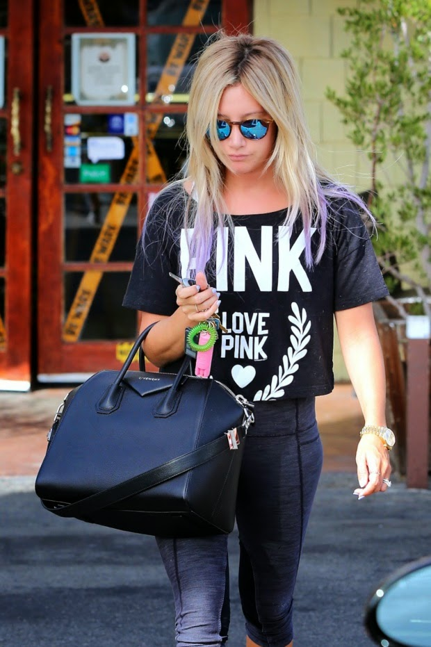 Street Style_Ashley Tisdale at Coral Tree Cafe in Los Angeles