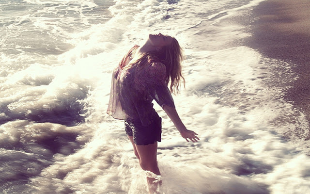 Girl Feel Free with Sea Wave