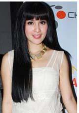 model rambut Sandra Dewi