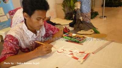 http://ejawantahtour.blogspot.com/2014/05/mengenal-industri-kreatif-wayang-kulit.html
