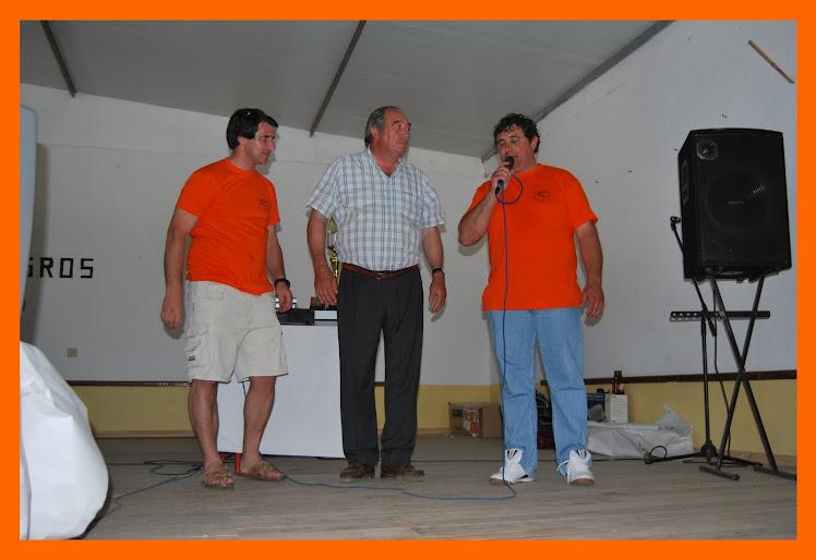 Hugo  com o Presidente da Junta Freguesia de F. Almeirim Manuel Martins  e ao Micro António José
