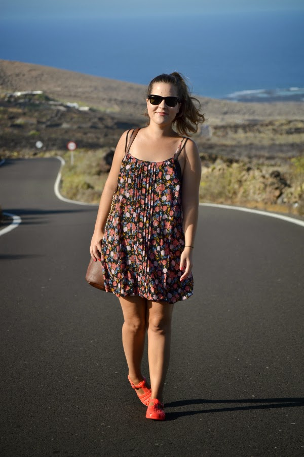 look_outfit_cangrejeras_goma_jelly_shoes_vestido_flores_nudelolablog_05