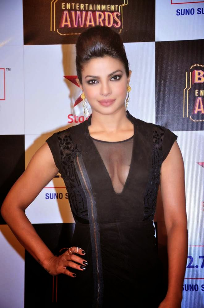 Priyanka Chopra Latest Cleavage Wallpapers
