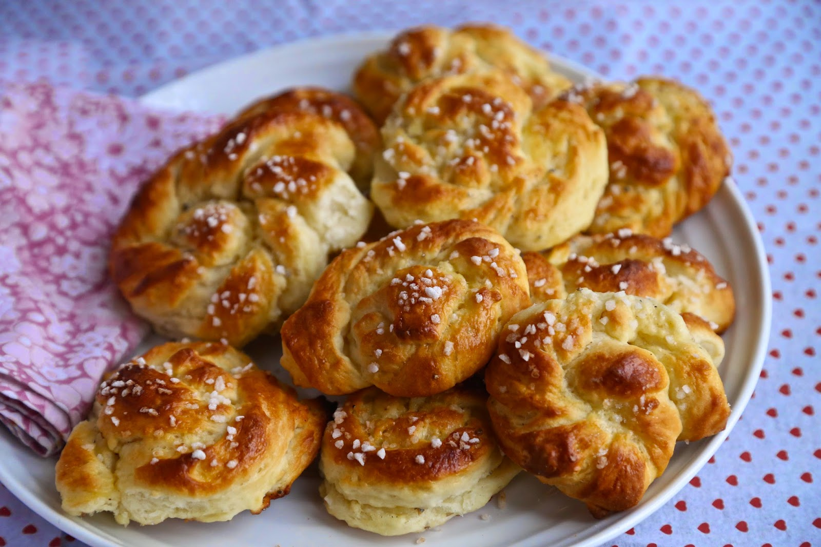 MsMarmiteLover: Swedish cardamom buns recipe for John Cleese