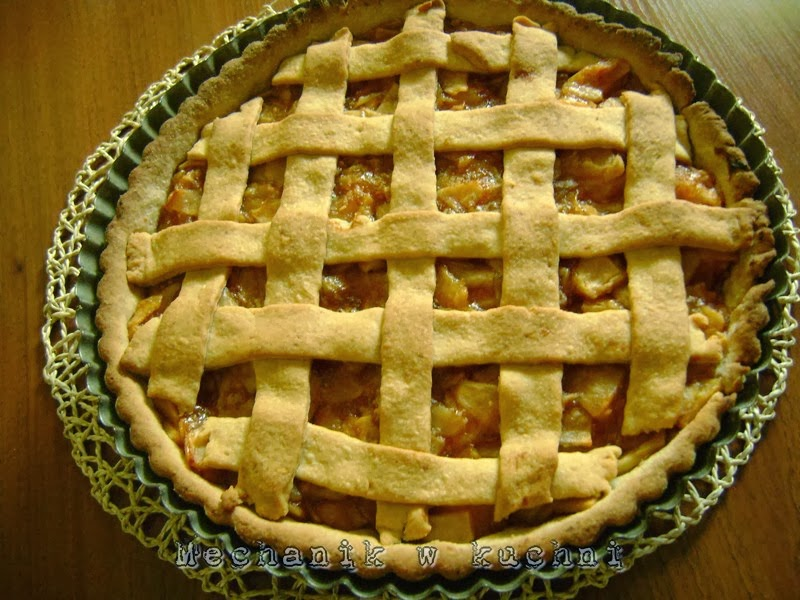 Tarta z jabłkami mechanik w kuchni