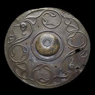 Scudo circolare di bronzo databile intorno dal 300 al 200 AC recuperato nel Tamigi