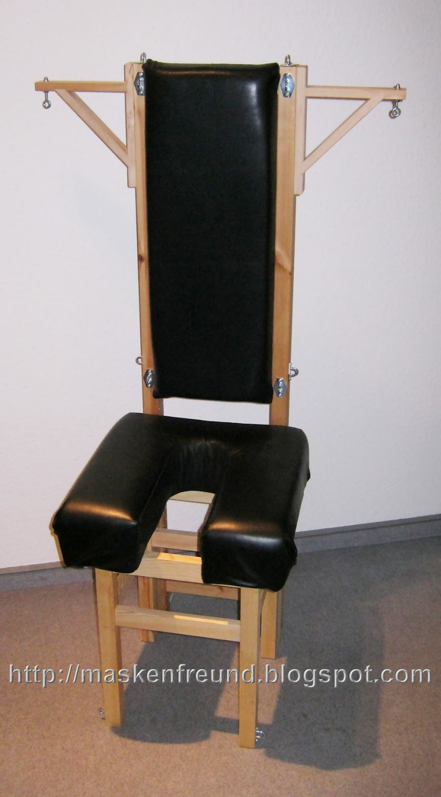 Bondage_Chair_22.jpg
