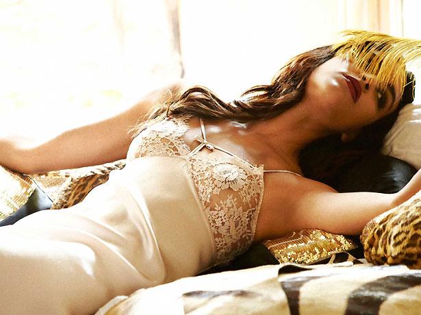 une sélection de lingerie de mariage en dentelle élégante de la marque Shell Belle Couture