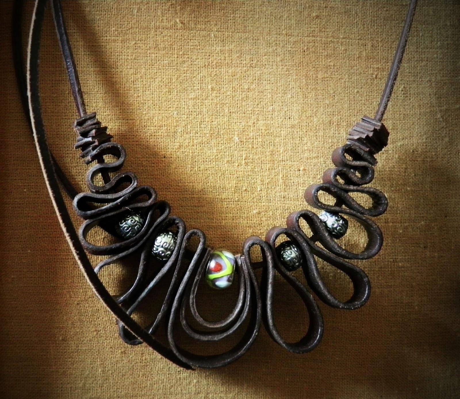 Artesania en cuero collares con retales cuero - Collares de cuero ...