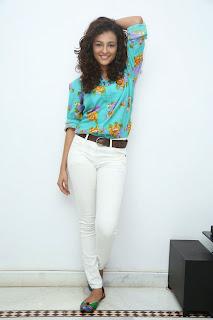 Seerath Kapoor Glamorous Picture shoot 063.jpg