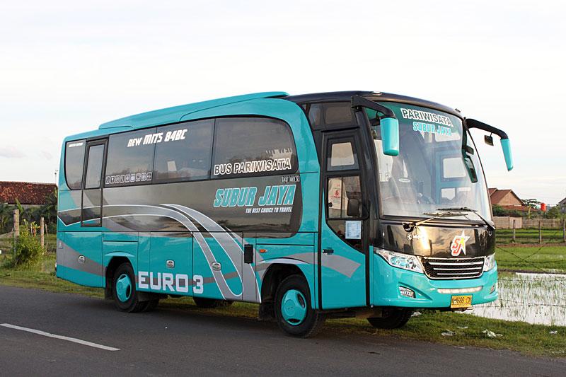 Foto Busmania Subur Jaya Medium Bus