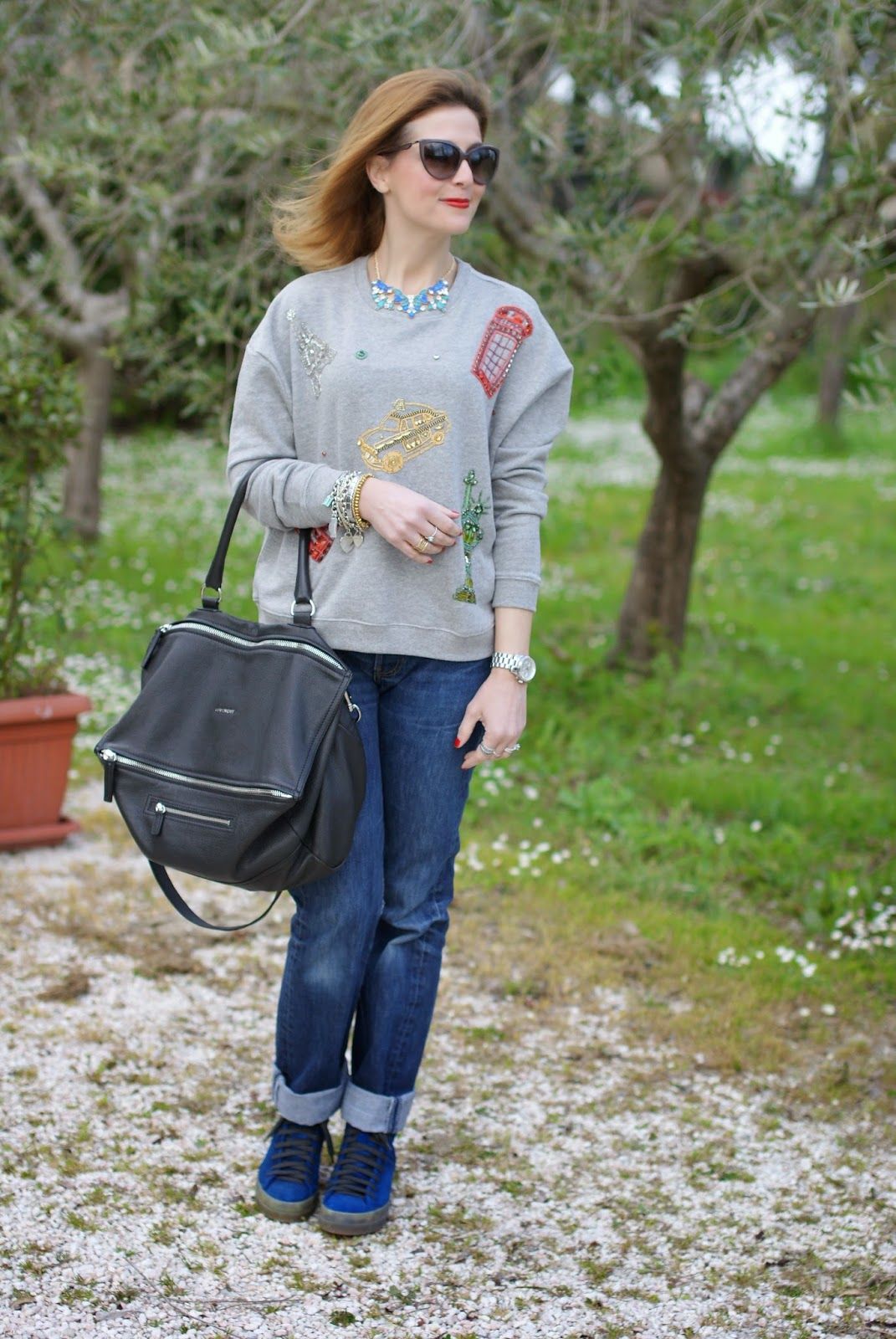 Givenchy Pandora grande, Zara embroidered sweatshirt, Ruco Line blue sneakers, Fashion and Cookies, fashion blogger