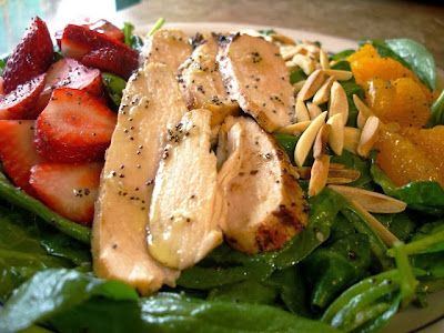 strawberry spinach salad with grilled chicken and poppyseed dressing