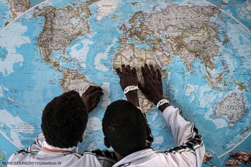 Ένα θανάσιμο ταξίδι για τα παιδιά: Η διαδρομή της μετανάστευσης από τη Βόρ. Αφρική προς την Ευρώπη