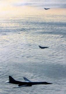 Над Северным морем. Ту-160 сопровождают истребители Panavia Tornado