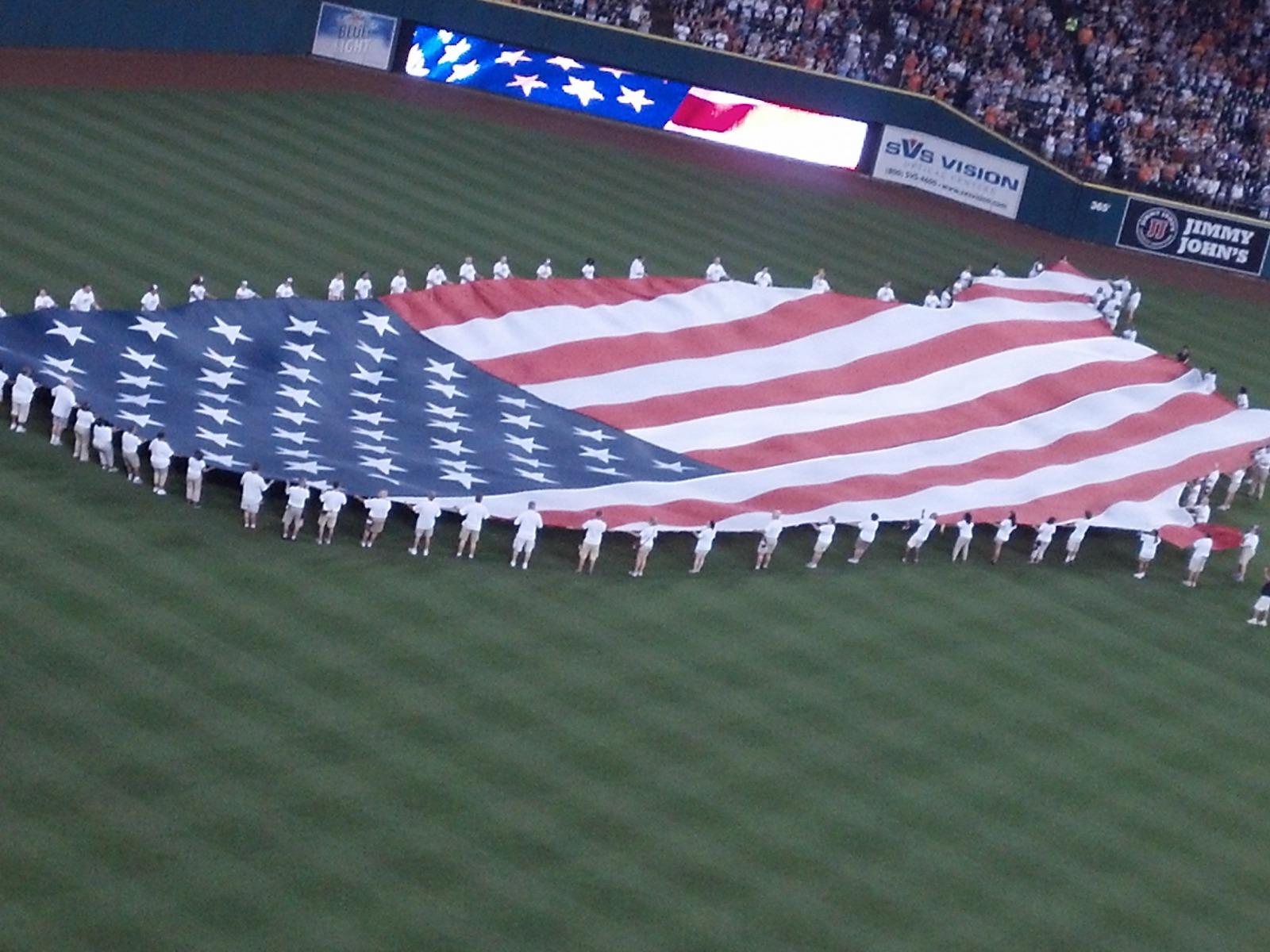http://2.bp.blogspot.com/-Dx-D_g4gT2A/UOHbUwXvd1I/AAAAAAAAJUw/QszyOysWg-I/s1600/Detroit_Tigers_American_Flag_Comerica_Park_Baseball_Hd_Desktop_Wallpaper_citiesandteams.blogspot.com.jpg