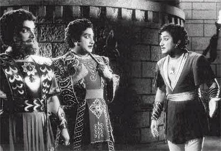 Nambiyar with 'Twins' Shivaji Ganesan in 'Uthamaputhiran' Movie