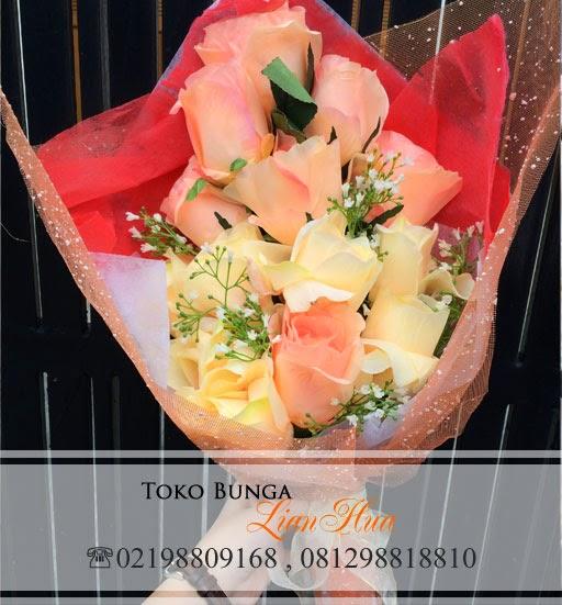 Handbouquet Bunga Artificial, karangan bunga untuk pacar, bunga ulang tahun, bunga valentine, bunga untuk ibu, bunga untuk ucapan anniversary, toko bunga di jakarta