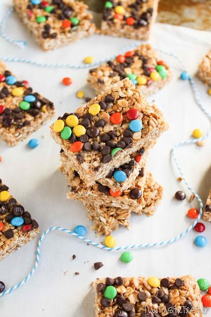 Mini M&M Chewy Granola Bars #recipe | www.the-taste-tester.com