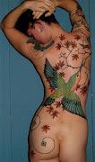 Entre los maoríes de Nueva Zelanda, donde era costumbre tatuarse el rostro .