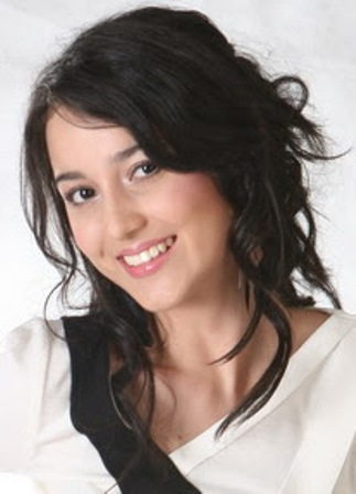 Profil dan Biografi Julie Estelle - Artis Cantik Indonesia