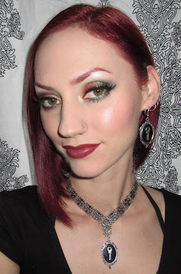 http://themoonmaiden-blix.blogspot.com/2015/08/gold-copper-and-green-eye-makeup-look.html