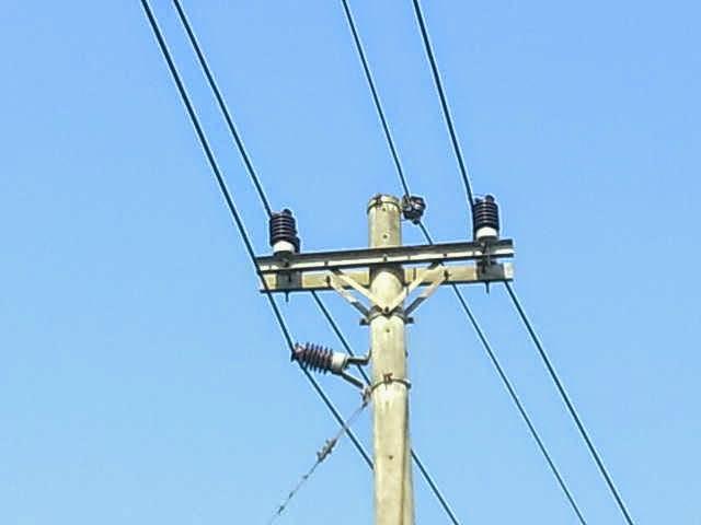 Psisi kabel Teganagan tinggi di tempatkan paling bawah