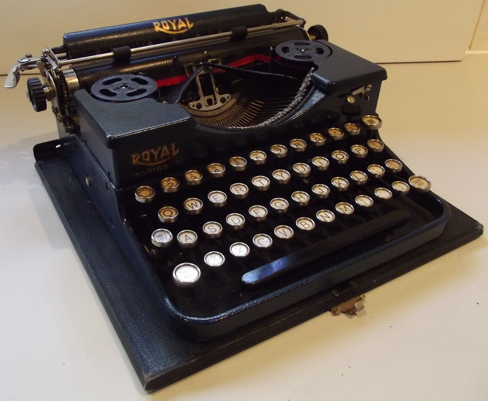 Vintage Royal Portable Typewriter Part - 16: Royalu0027s First Portable Typewriter Was Launched In September 1926. It  Entered An Already Fiercely Competitive Marketplace, Which Had Been  Dominated For The ...