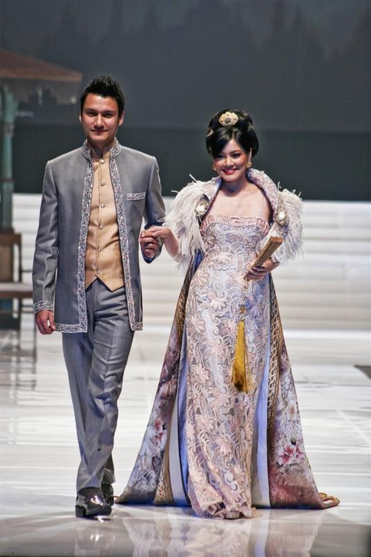 Anne Avantie Kebaya Wedding Dress Bride and Groom   Indonesia