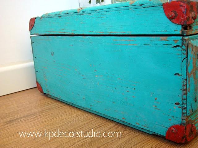 Caja de madera original color azul turquesa para decoración estilo nórdico