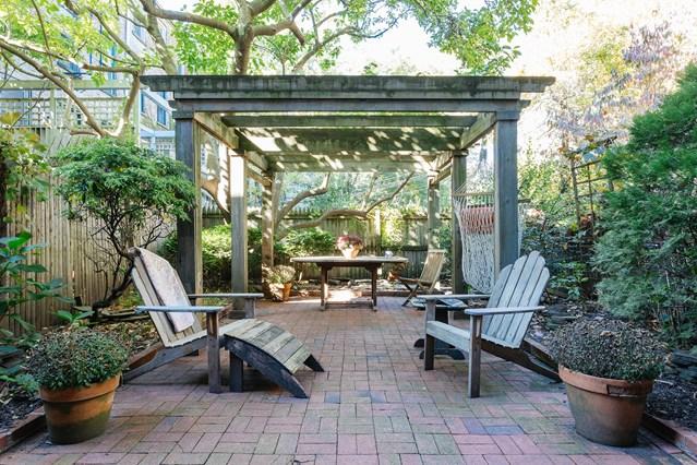 Jardín con pérgola, NY