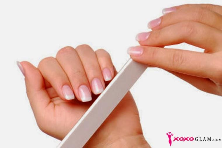 Nail-Polish-make-French-Manicure