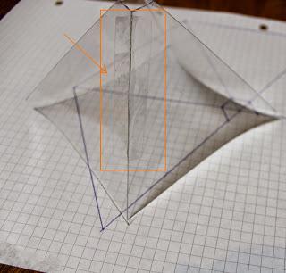 كيفية صنع هرم ثلاثي الأبعاد