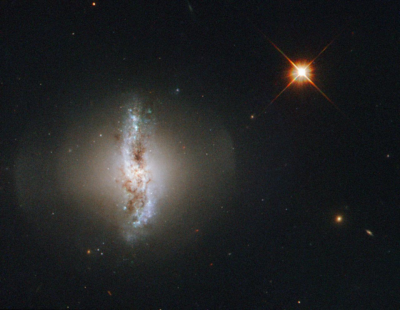 Хаббл показал Arp 230 – галактику с полярным кольцом