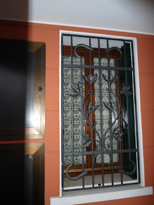 Inferriate inferriate in ferro battuto - Grate in ferro battuto per finestre ...