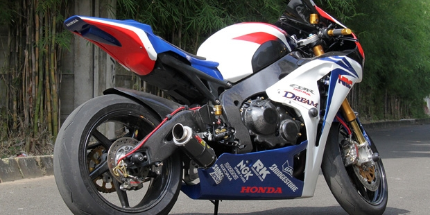 Modifikasi+CBR1000RR+Superbike-3.jpg