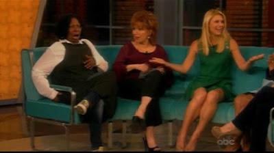 accidente de whoopie goldberg se tiró un pedo en entrevista en vivo