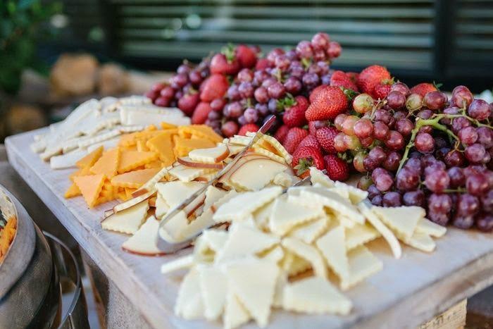 Pon una mesa o buffet de quesos en tu boda blog de - Mesa de quesos para bodas ...