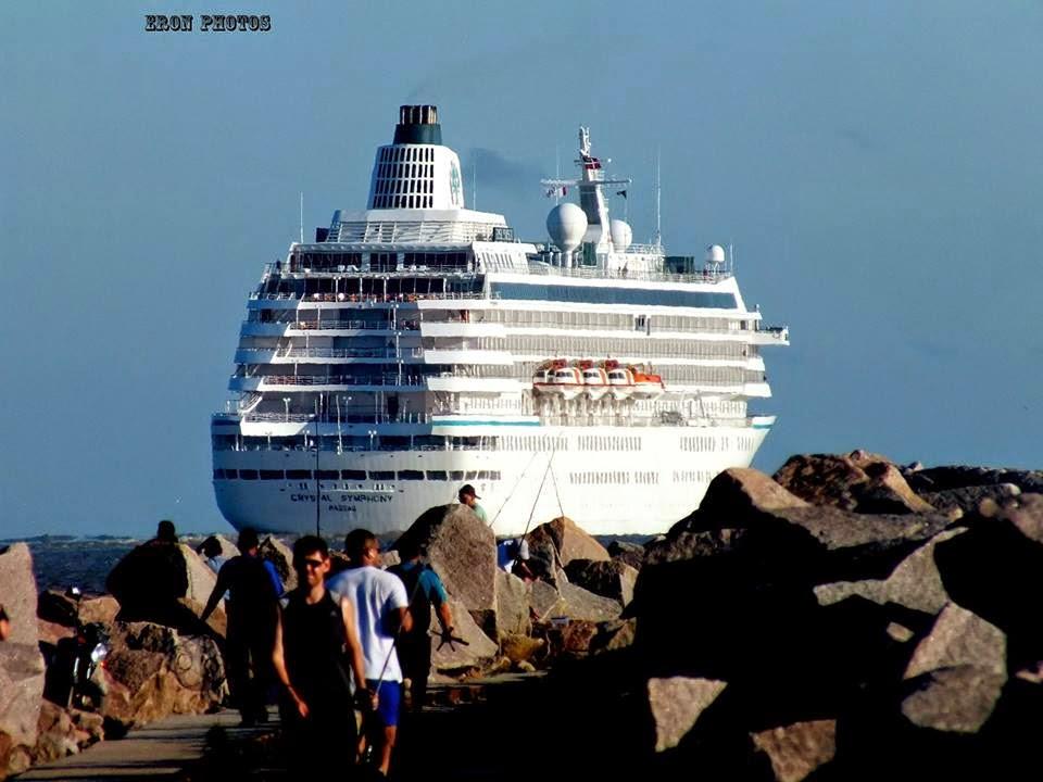 Navio de Cruzeiro deixando Rio Grande