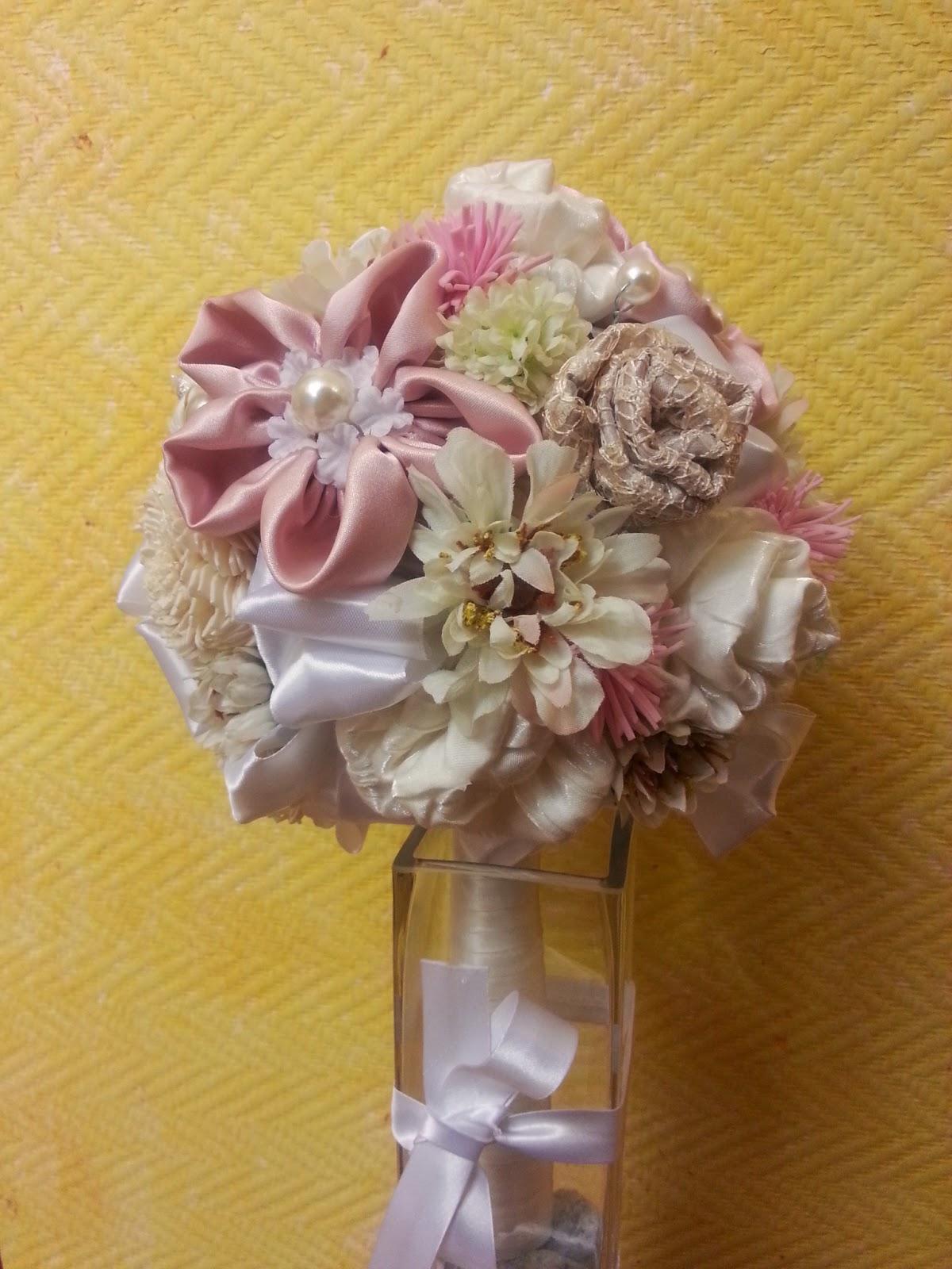 ramo tipo bouquet en tonos pastel para novia, estilo vintage